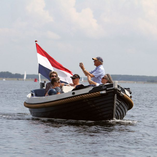 Weco 635 huur sloep met collega's op het veerse meer in zeeland