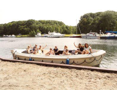 Grote huur sloep voor 12 personen met vriendinnengroep aan het Veerse Meer