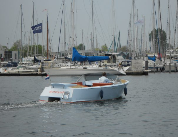 Yburg 650 huursloep in de haven