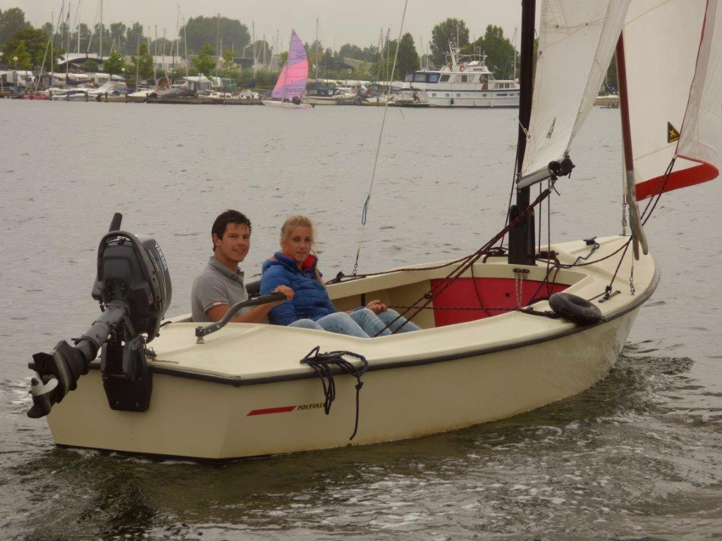 VHuur va;lk zeilboot met buitenboordmotor in Zeeland