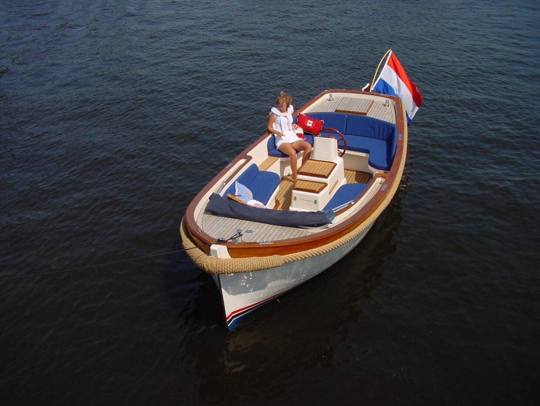 Makma Admiraal sloep varend op het Veerse Meer